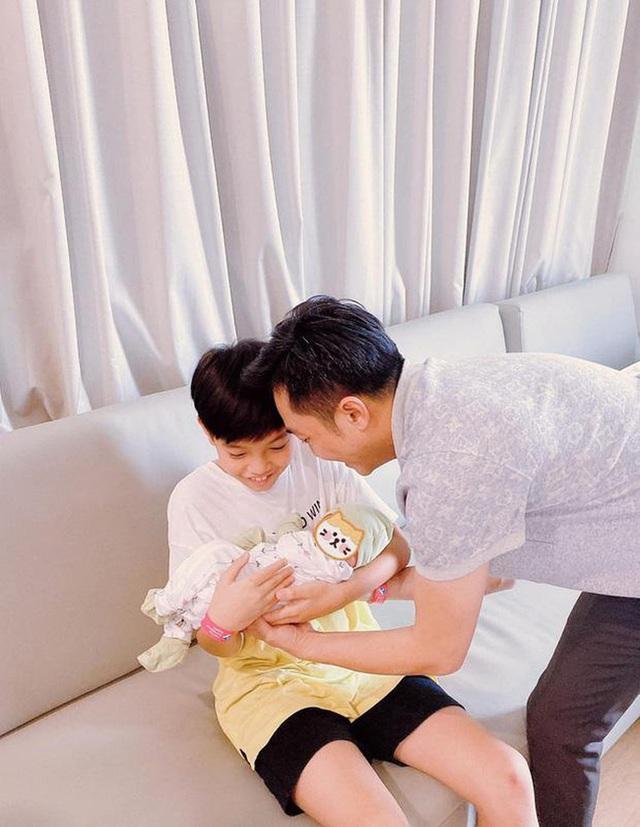 Điểm qua loạt đặc quyền đúng chuẩn rich kid của con gái Cường Đô La - Đàm Thu Trang, thiên kim tiểu thư đích thực là đây - Ảnh 10.