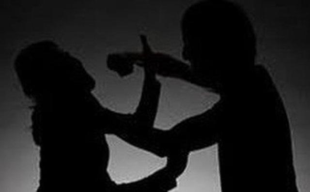 Chồng trẻ đâm vợ 3 nhát vì không đồng ý cho vợ đi làm  - Ảnh 1.