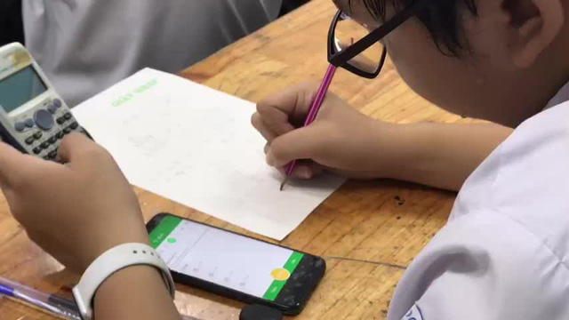 Học sinh trung học sử dụng điện thoại trong giờ học để làm gì? - Ảnh 2.