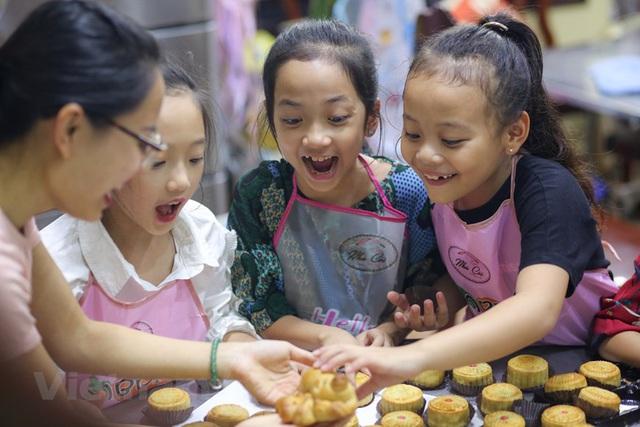 Trẻ nhỏ thích ăn bánh trung thu nhưng không phải bố mẹ nào cũng biết ăn sao để tốt cho sức khỏe của con - Ảnh 3.