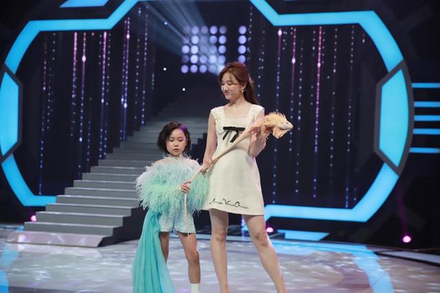 Trấn Thành quát lớn Hari Won trên sóng truyền hình: Mày bị điên hả? - Ảnh 6.