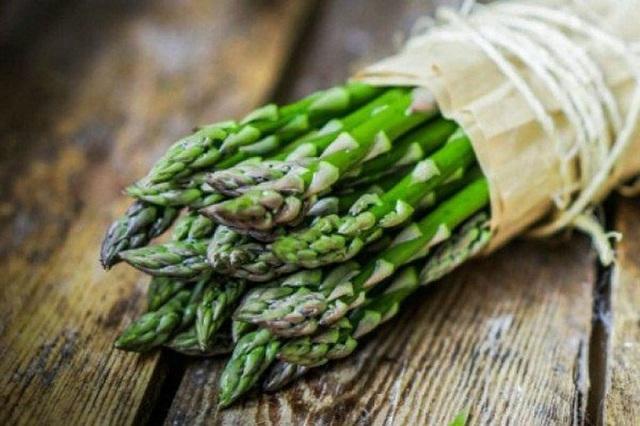 Một tác dụng thần thánh của măng tây khiến không chỉ chị em mà đàn ông cũng thi nhau ăn loại rau này - Ảnh 2.