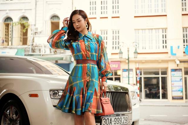 Jennifer Phạm sành điệu bên xế sang - Ảnh 4.