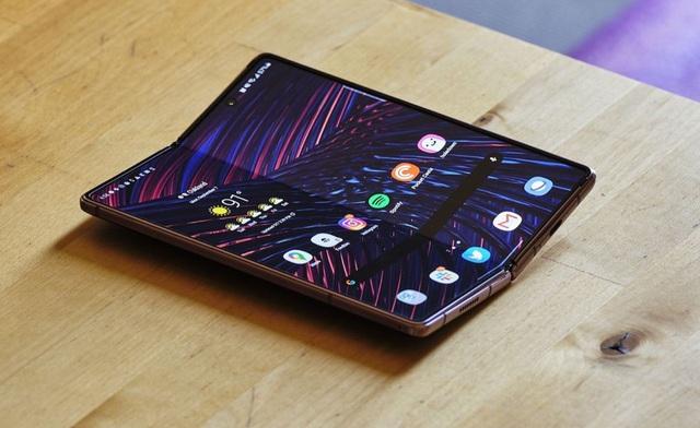 Những smartphone màn hình độc đáo - Ảnh 1.