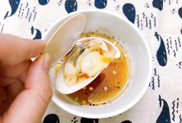 Chỉ mẹo làm sò lụa hấp nước dừa ngon ngọt mà không sợ tanh - Ảnh 3.