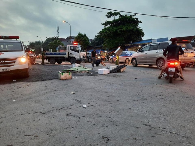 Hà Nội: Truy tìm xe ô tô tông tử vong người đi đường rồi bỏ chạy - Ảnh 1.