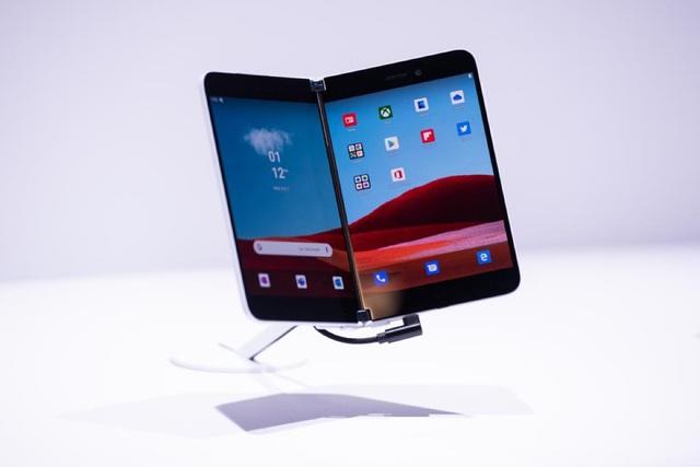 Những smartphone màn hình độc đáo - Ảnh 3.
