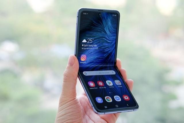 Những smartphone màn hình độc đáo - Ảnh 4.