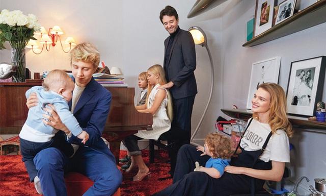 """Cái kết đẹp cho chuyện tình nổi tiếng của làng mốt thế giới: """"Thái tử Louis Vuitton"""" dùng gần 10 năm chân tình mới đổi được cái gật đầu của bà mẹ 5 con - Ảnh 17."""