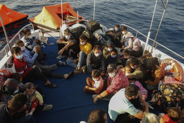 Hàng loạt người di cư bị Hy Lạp gửi trả về đại dương - Ảnh 2.