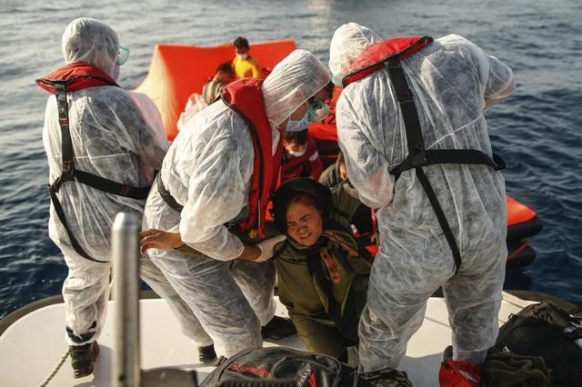Hàng loạt người di cư bị Hy Lạp gửi trả về đại dương - Ảnh 8.