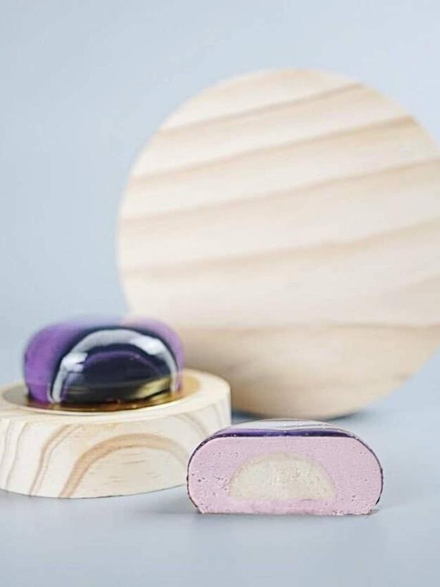 Độc lạ hộp bánh Trung thu tráng gương, mô phỏng dải ngân hà: 4 chiếc giá gần 2 triệu đồng - Ảnh 5.