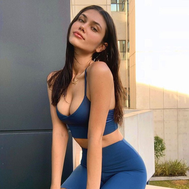 Nhan sắc nữ sinh trường báo trở thành người mẫu nội y - Ảnh 4.