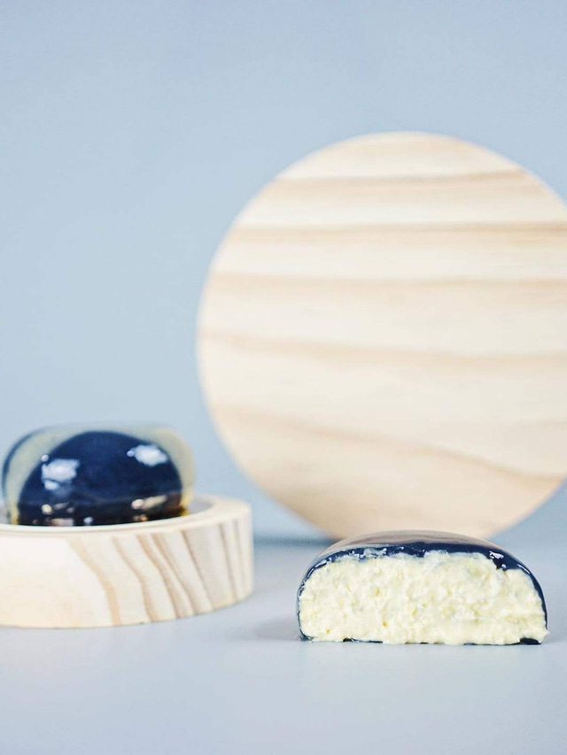 Độc lạ hộp bánh Trung thu tráng gương, mô phỏng dải ngân hà: 4 chiếc giá gần 2 triệu đồng - Ảnh 7.
