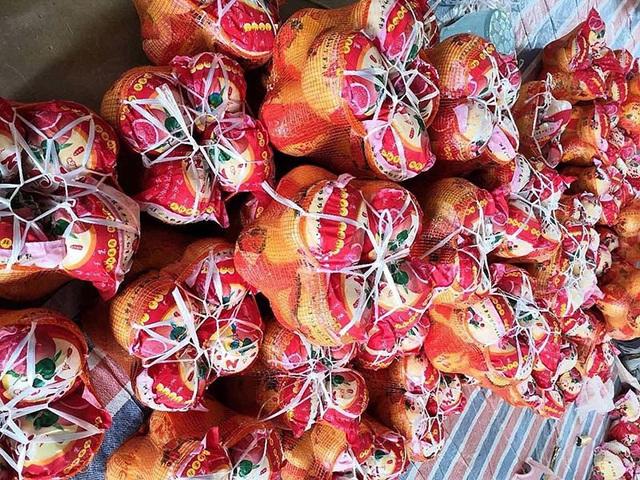 Bưởi Trung Quốc ruột đỏ au: Vỏ vàng không hạt, ngày bán cả tấn - Ảnh 1.