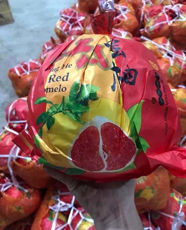 Bưởi Trung Quốc ruột đỏ au: Vỏ vàng không hạt, ngày bán cả tấn - Ảnh 2.