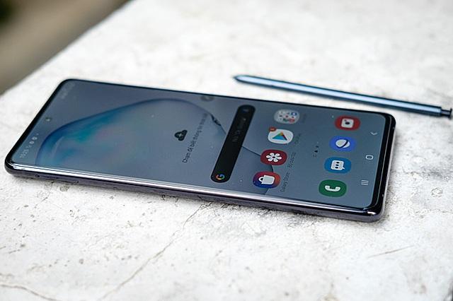 Những smartphone mất giá nhất 2020 - Ảnh 5.