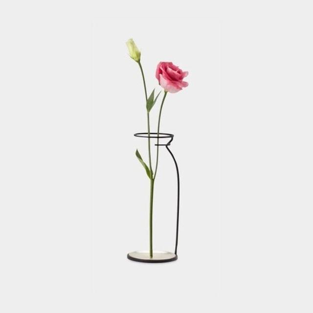 Những mẫu bình hoa độc đáo giúp làm đẹp ngôi nhà - Ảnh 7.