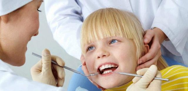 Nguyên nhân gây sâu răng cha mẹ cần tránh cho con trong mùa tựu trường - Ảnh 1.