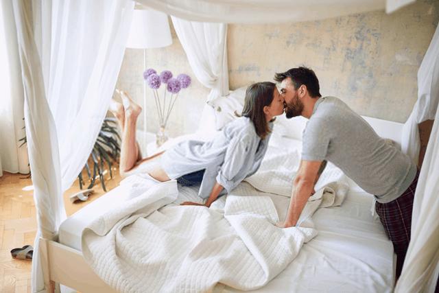 Biểu hiện của đàn ông yêu thật lòng khi quan hệ: Chị em tinh ý sẽ biết ngay từ đặc điểm đầu tiên - Ảnh 3.