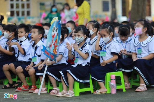 Khai giảng đặc biệt nhất trong lịch sử: Xúc động hình ảnh lễ Khai giảng không học sinh của thầy cô Đà Nẵng - Ảnh 6.