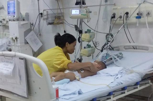Sau bữa ăn tối, bé trai 4 tuổi đang mắc ung thư máu bỗng suy đa tạng, hôn mê suốt 2 tháng, đối mặt với tử thần - Ảnh 2.