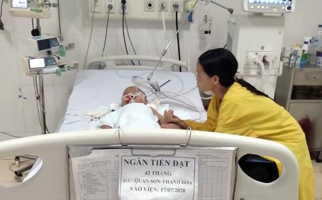 Sau bữa ăn tối, bé trai 4 tuổi đang mắc ung thư máu bỗng suy đa tạng, hôn mê suốt 2 tháng, đối mặt với tử thần - Ảnh 6.