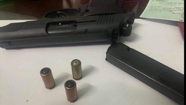 """Hiểu thế nào về khẩu súng giám đốc công ty bảo vệ dọa """"bắn vỡ sọ"""" tài xế? - Ảnh 3."""