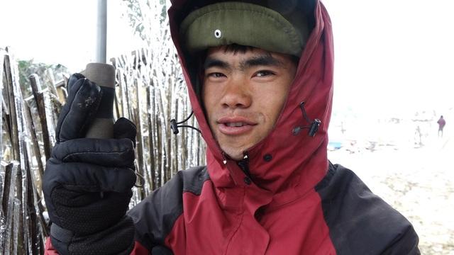 ẢNH: Tuyết phủ trắng, Lào Cai đẹp như trời Âu, người nông dân lại khóc ròng chịu cảnh rau màu bị thiệt hại nặng - Ảnh 10.