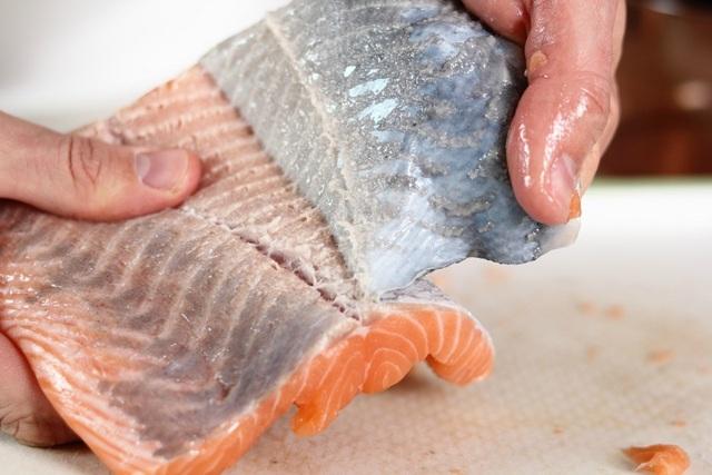 Cá hồi đắt tiền là thế nhưng chế biến sai lầm thì ăn dở ngay, và đây là những mẹo cần biết để có món cá hồi ngon tuyệt đỉnh! - Ảnh 6.