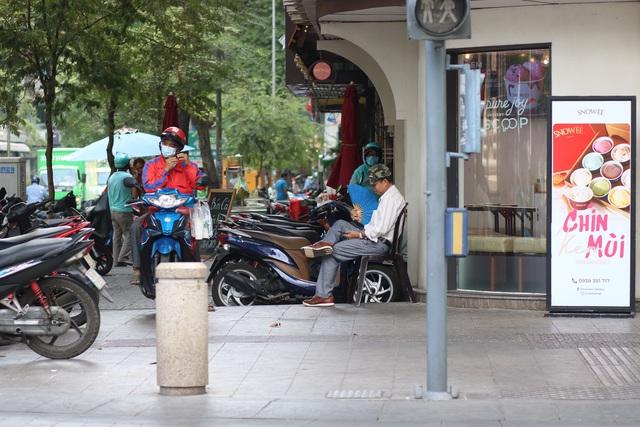 Muôn kiểu trốn nắng của người Sài Gòn - Ảnh 9.