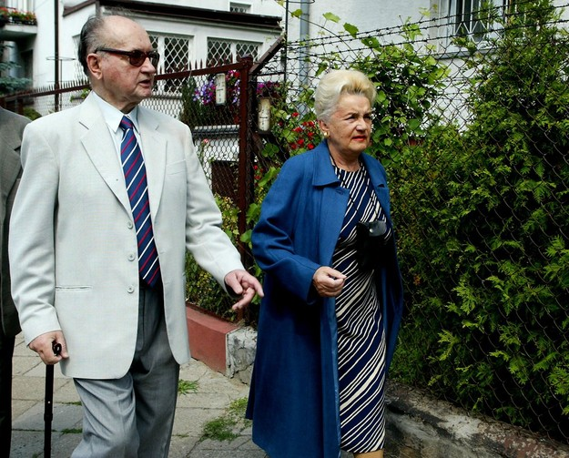 Cựu Tổng thống Ba Lan 90 tuổi bị vợ tố cáo ngoại tình với nữ hộ lý 1