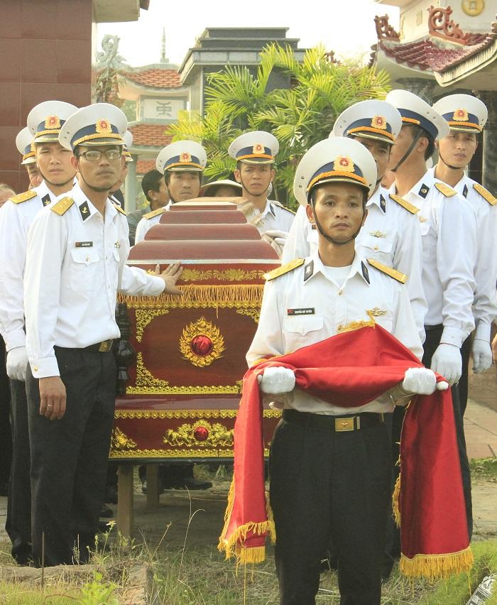Truy tặng huy hiệu Tuổi trẻ dũng cảm cho Trung úy hy sinh tại Trường Sa 1
