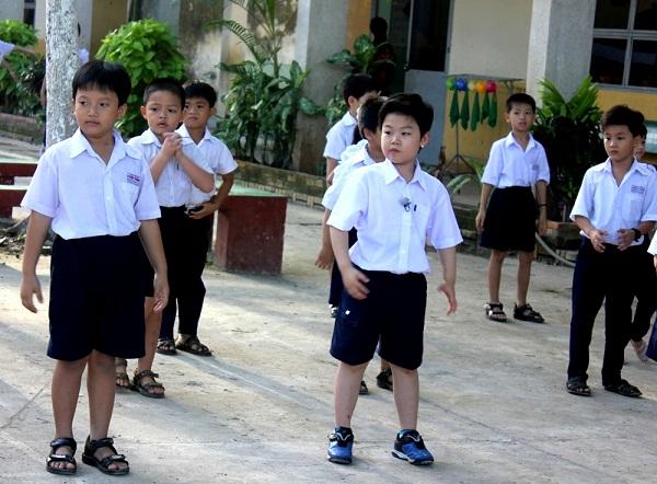 Tiểu PSY về Việt Nam học tiểu học? 2