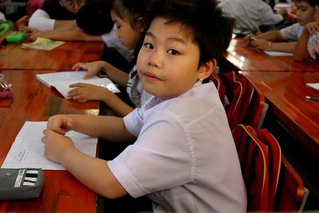 Tiểu PSY về Việt Nam học tiểu học? 4