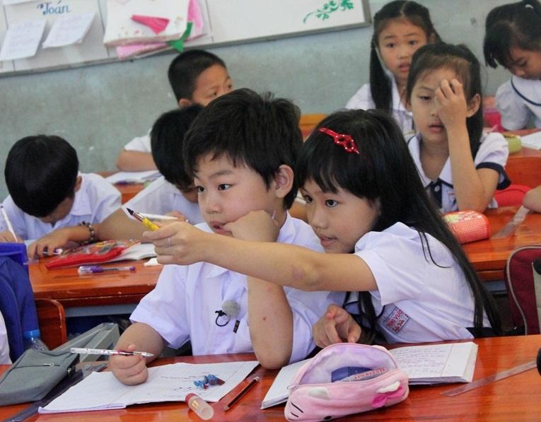Tiểu PSY về Việt Nam học tiểu học? 6