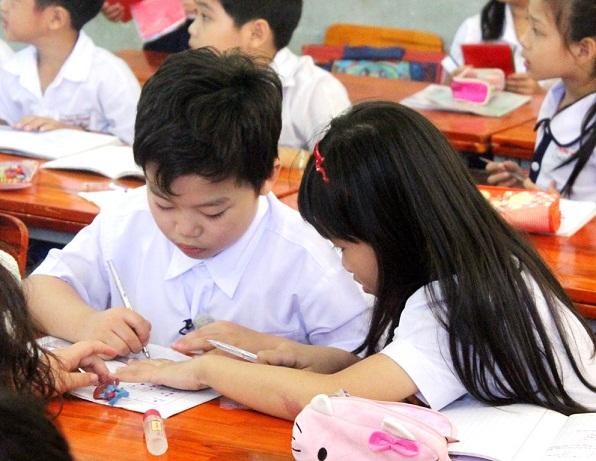 Tiểu PSY về Việt Nam học tiểu học? 7