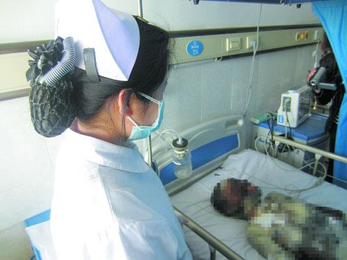 Bé 13 tuổi cứu mẹ bị bỏ rơi ở bệnh viện 1