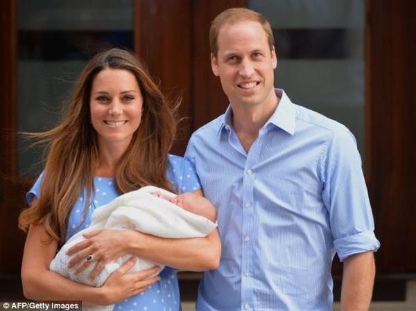 Lộ ảnh Hoàng tử bé nước Anh biết đi 4