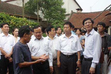 """Người dân làng cổ Đường Lâm xin trả lại di tích: Sống trong """"di tích sống"""" 1"""