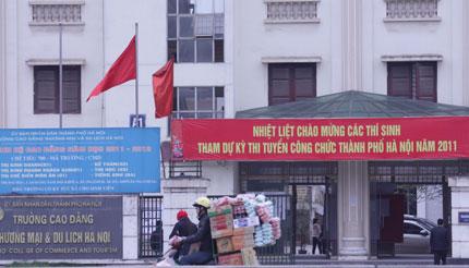 """Tuyển công chức Hà Nội: Hộ khẩu Thủ đô cho """"đỡ phức tạp"""" 1"""