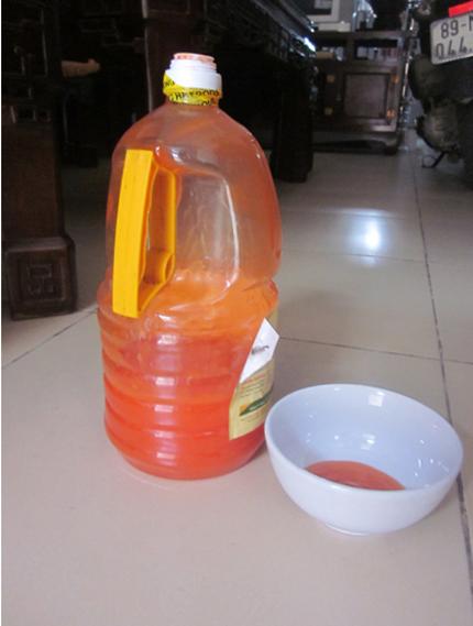 Nhận diện nước mắm, tương ớt có độc 1