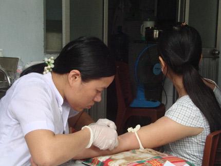 Điều trị bằng thuốc ARV: Giảm lây nhiễm HIV từ mẹ sang con  1