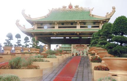 Mục sở thị tòa điện vàng lớn nhất Việt Nam 1