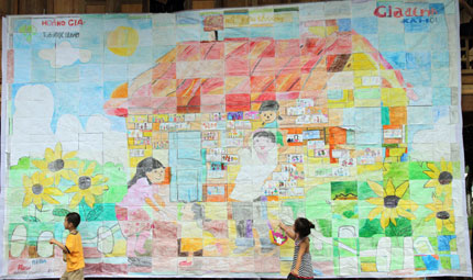 Hơn 100 gia đình và bức tranh kỷ lục Việt Nam 1