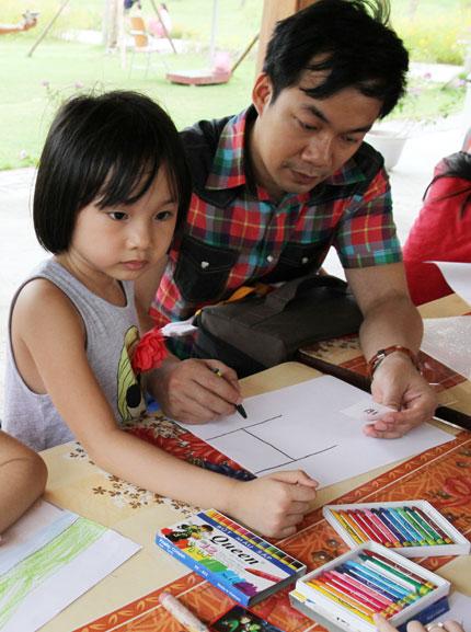 Hơn 100 gia đình và bức tranh kỷ lục Việt Nam 2