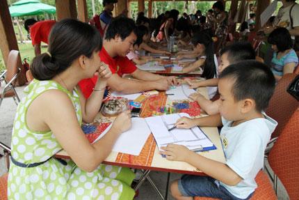Hơn 100 gia đình và bức tranh kỷ lục Việt Nam 3