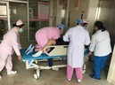 """Mẹ trẻ muốn rặn đẻ, nữ bác sĩ quỳ gối quyết giữ chặt rồi hét lên: """"Quá nguy hiểm!"""" - GDN"""