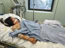 Một phụ nữ 24 tuổi đối mặt c�a t� do mắc viêm não mô cầu