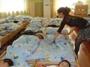 C�u bé 5 tuổi t� vong sau giấc ngủ trưa, nghe bác sĩ giải th�ch cô giáo liền ngã khuỵu